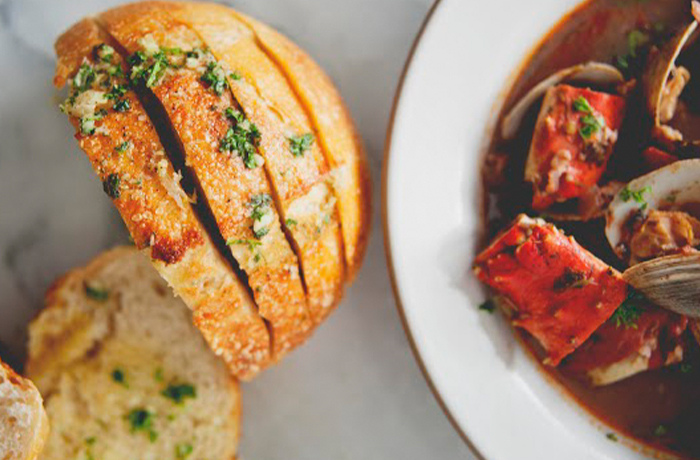 Cioppino Fisherman Stew with Garlic Bread
