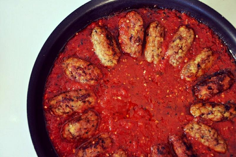 Keftedes Me Saltsa Domata Greek Meatballs In Tomato Sauce The Juice Club W